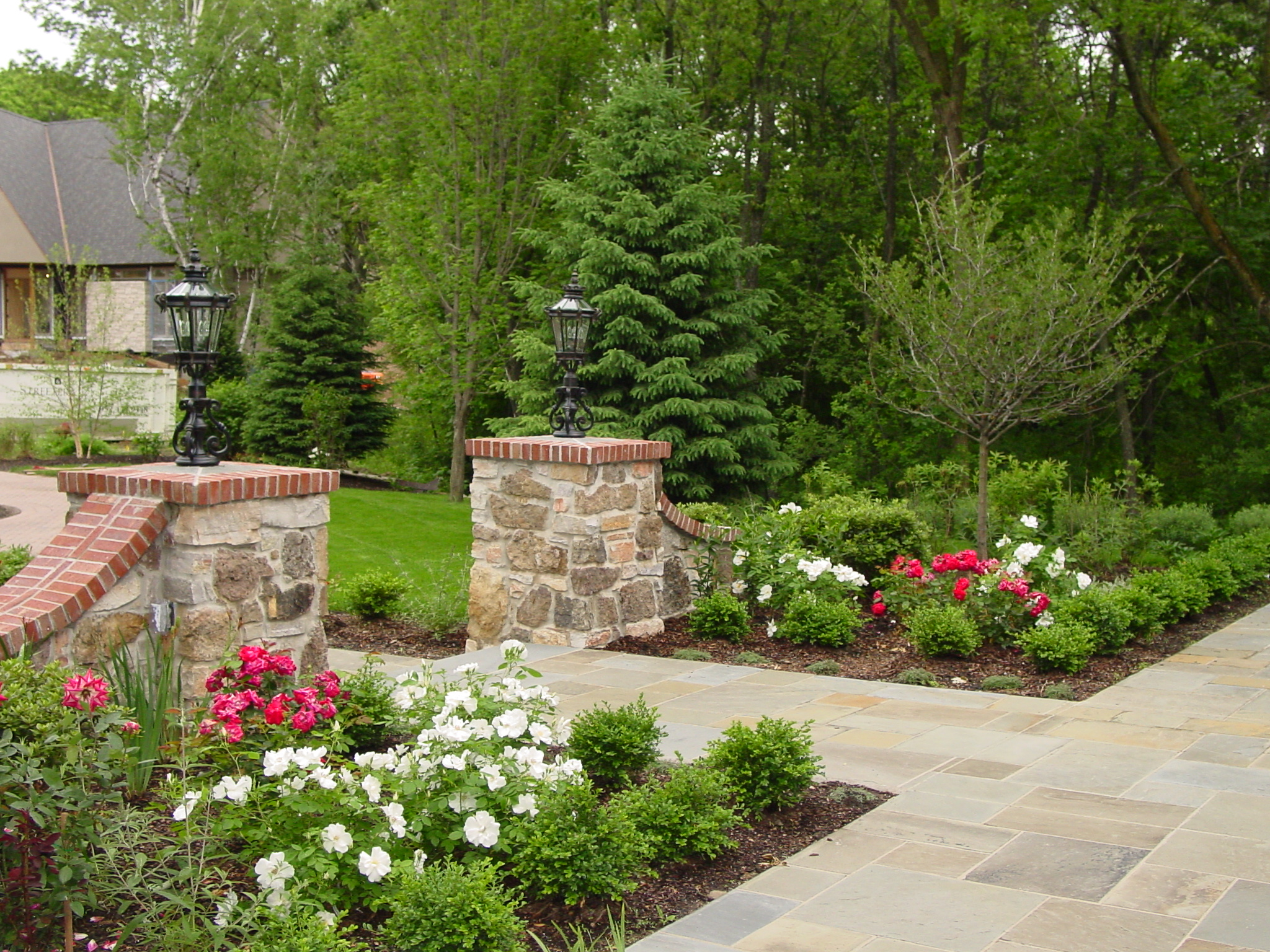 Landscape design minneapolis for Traditional landscape